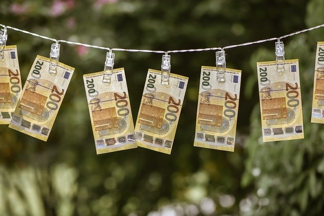 Uberzeugende Gründe, um Ihren Teenager zu ermutigen, ab heute Geld zu sparen